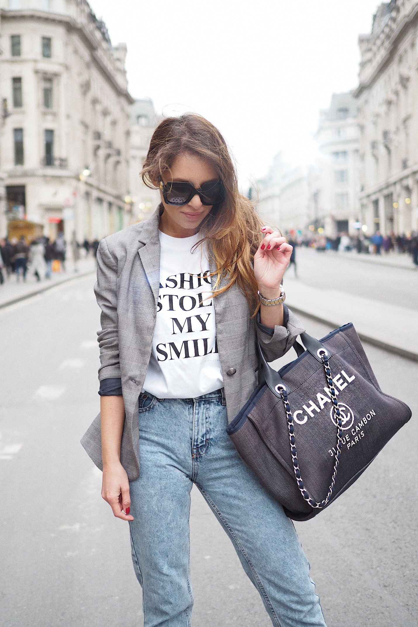 Chanel tote bag street style london fashion bloggers fashion stole my smile VB t-shirt