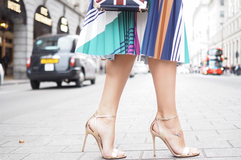 pura lopez street style sandalias doradas