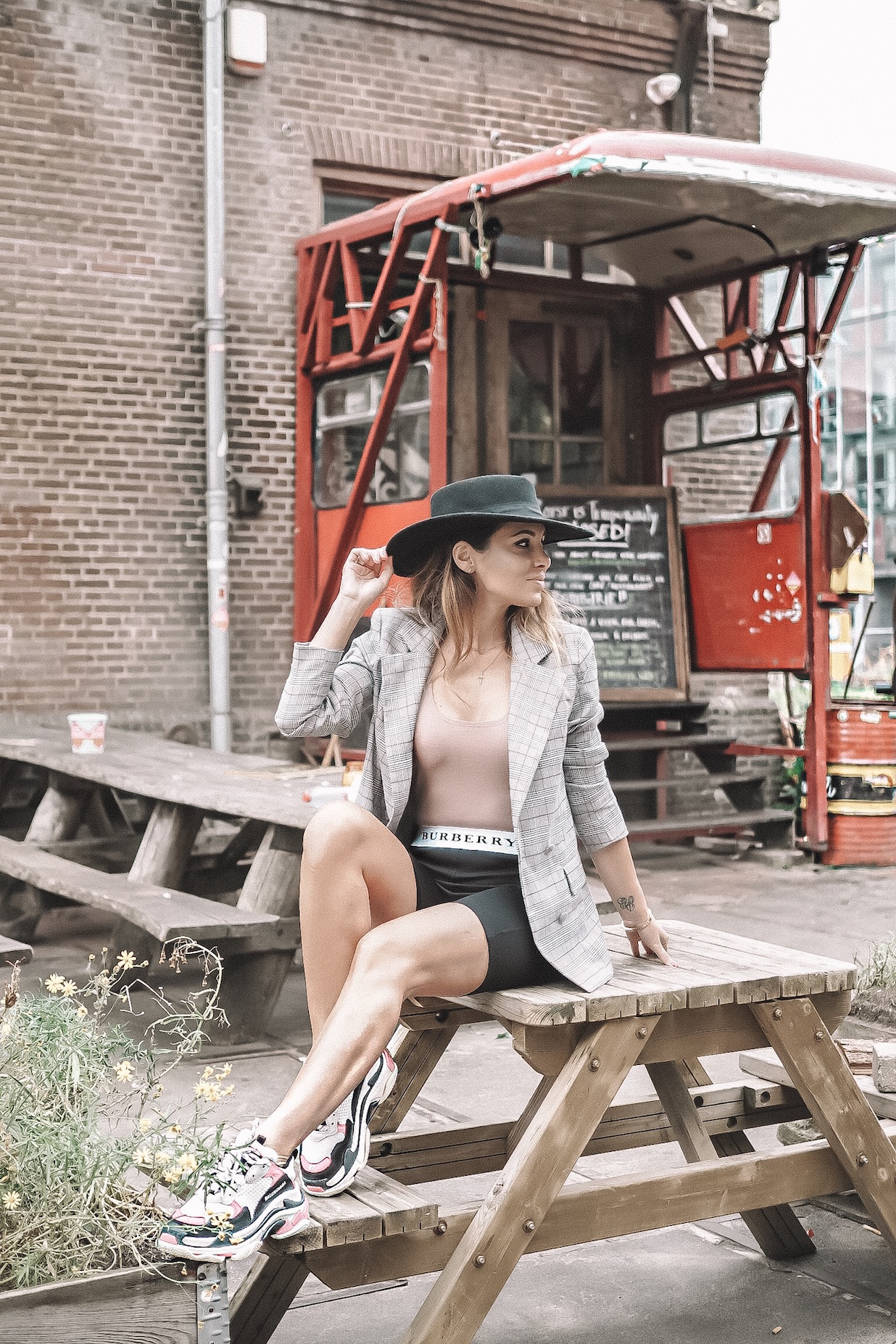 amsterdam influencers revolve around the world
