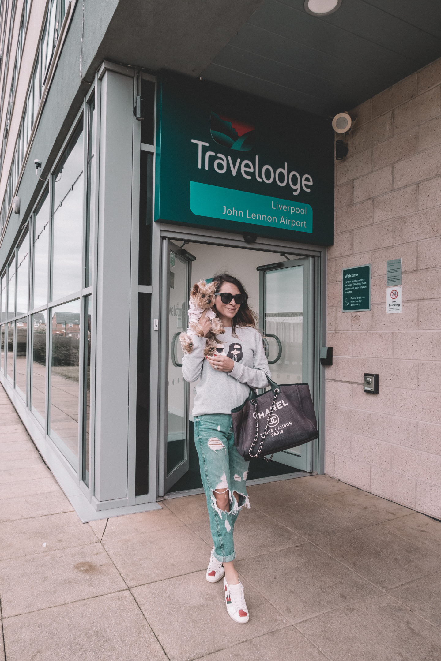 traveloge liverpool pet friendly john lennon